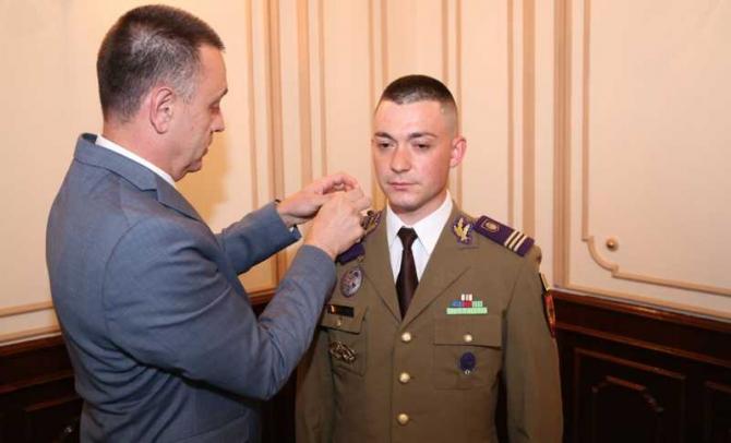 Lt. Ciprian Ionuţ Năstase, avansat la gradul de căpitan de ministrul Mihai Fifor