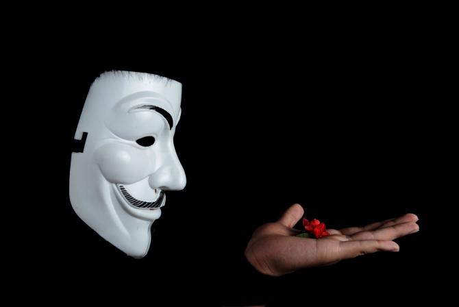 Hackeri ruşi au ameninţat soţii de militari