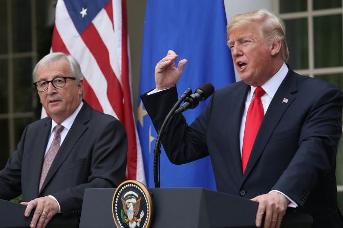 Preşedintele Statelor Unite, Donald Trump, şi preşedintele Comisiei Europene, Jean-Claude Juncker