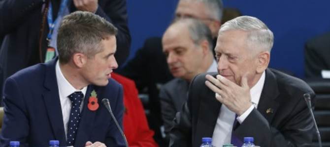 Gavin Williamson si Jim Matti