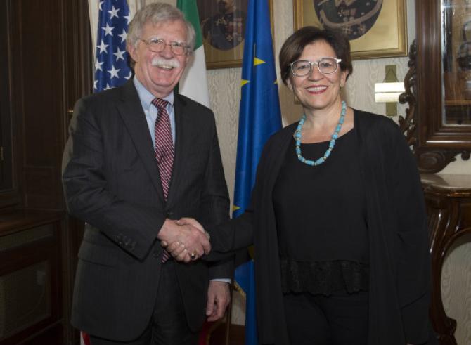 Consilierul American pentru Securitate Națională, John Bolton şi  Ministrul Italian al Apărării Elisabetta Trenta