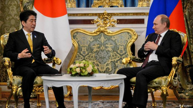 premierul nipon Shinzo Abe şi preşedintele rus Vladimir Putin
