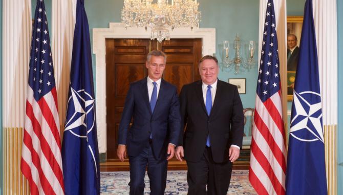 secretarul general al NATO, Jens Stoltenberg si secretarul de Stat al SUA, Mike Pompeo