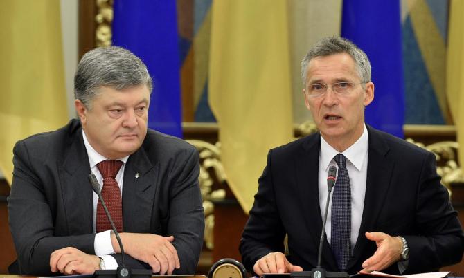 Preşedintele ucrainean Petro Poroşenko şi secretarul general al NATO, Jens Stoltenberg