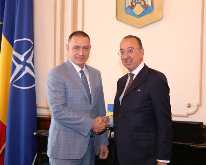 Ministrul Fifor și directorul executiv al EDA, Jorge Domecq - foto Vali Ciobîrcă