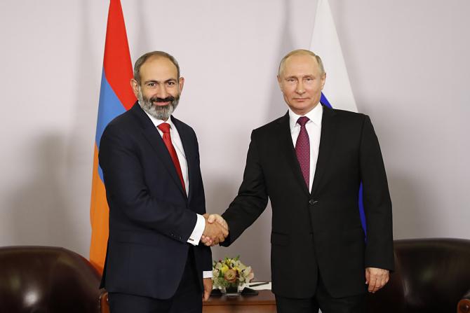 premierul Armeniei, Nikol Pashinyan și Președintele Rusiei, Vladimir Putin și
