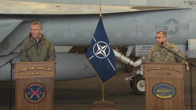 Secretarul General al NATO, Jens Stoltenberg, a vizitat vineri (12 octombrie 2018) portavionul USS Harry S. Truman, în Marea Nordului, împreună cu Comandantul Suprem al Forțelor Aliate din Europa, generalul Curtis Scaparrotti.