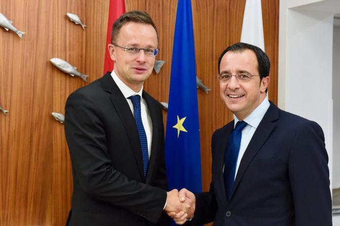 ministrul de externe al Ungariei, Péter Szijjártó şi omologul său cipriot Nikos Christodoulides