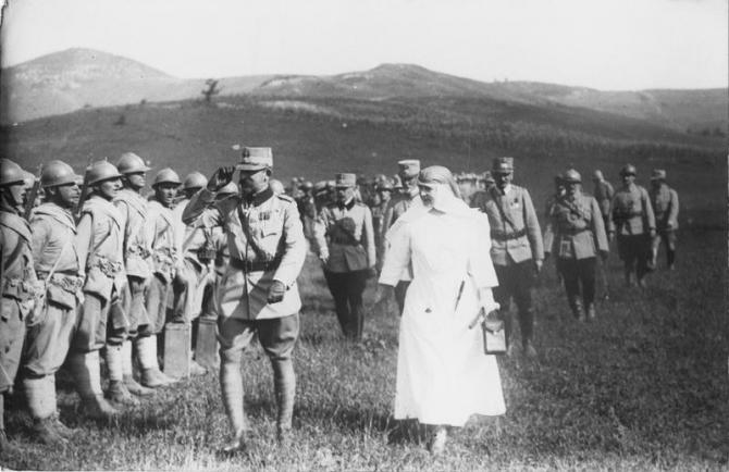 Regele Ferdinand si Regina Maria, pe front in timpul Primului Razboi Mondial
