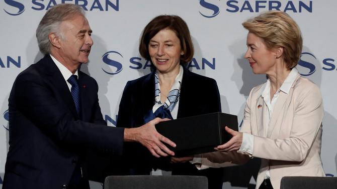 Ministrul german al apărării, Ursula von der Leyen, și omologul său francez, Florence Parly