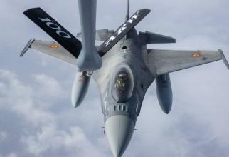 Realimentare F-16, România. Sursă foto: Facebook - Forțele Aeriene Române