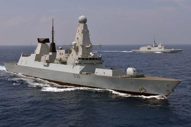 Distrugătorul HMS Defender