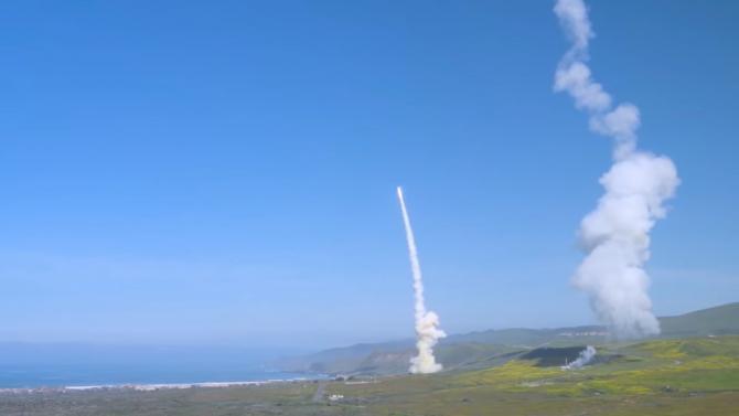 Interceptarea unor rachete balistice, în timpul unui test efectuat în Statele Unite ale Americii