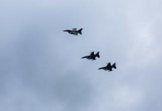 Avioane F-16 ale US Air Force, aflate în zbor Sursă: NATO
