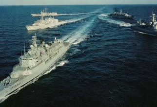Nave militare NATO navigând în Marea Neagră