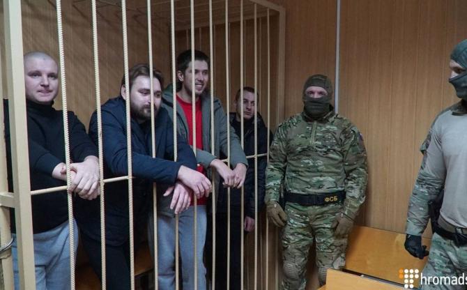 marinari ucraineni capturaţi în timpul incidentului naval de la sfârşitul lunii noiembrie 2018 în Marea Neagră