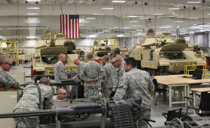 Soldați americani, în interiorul unei baze US Army