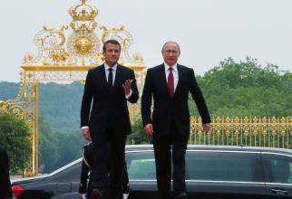 Emannuel Macron și Vladimir Putin la Palatul Versailles