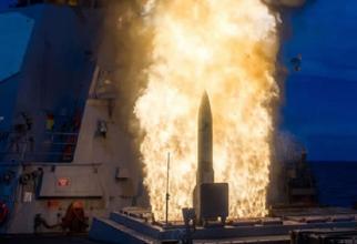 Lansarea unei rachete SM-2, de pe o navă. Sursă foto: Raytheon