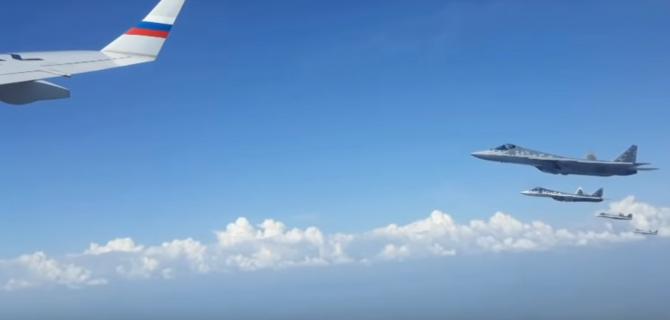 Vladimir Putin, președintele Rusiei, escortat de avioane Su-57
