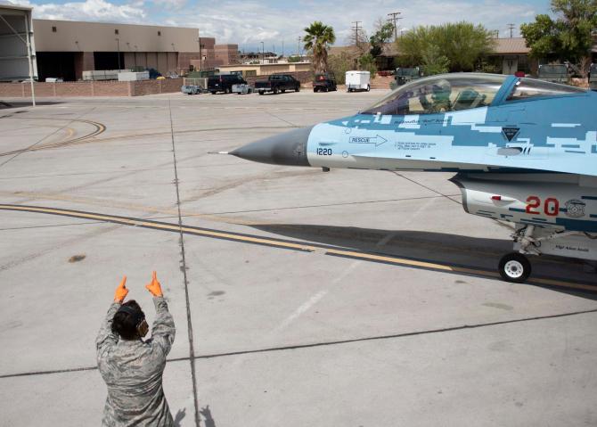 (w670) F-16, în