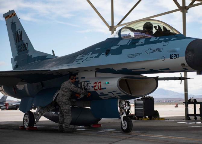 F-16, în camuflaj rusesc de Su-57 pregătit pentru primul zbor, sursă foto: Nellis Air Force Base