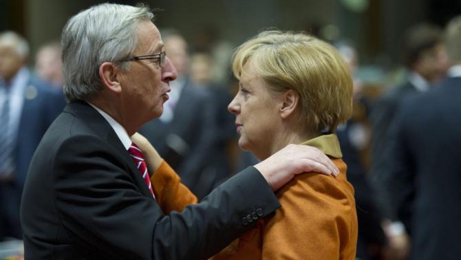 Jean-Claude Juncker, președintele Comisiei Europene, și Angela Merkel, cancelarul Germaniei