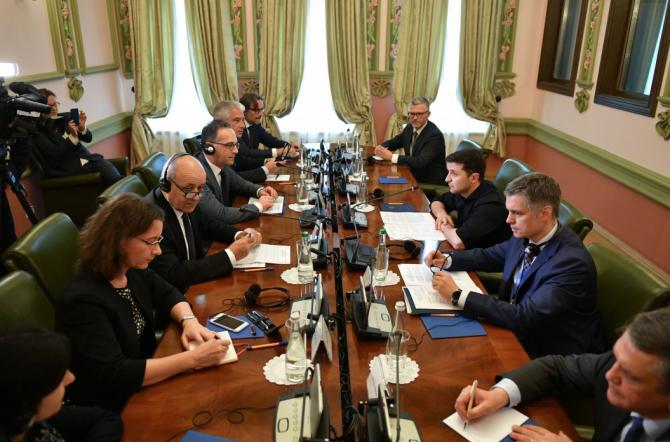 Președintele Ucrainei, Volodymyr Zelenskyy, sa întâlnit cu miniștrii de externe ai Franței și Germaniei