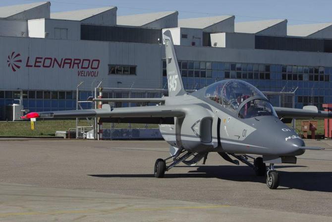 Avion Leonardo M345HET