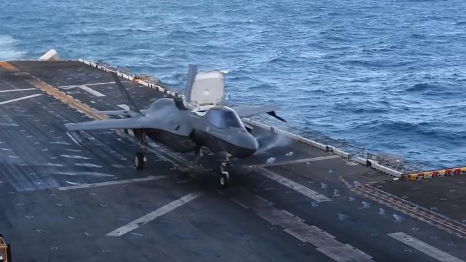 Decolarea unui F-35B de pe USS Wasp