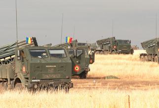 Descriere foto: Trageri de luptă cu LAROM, la Smârdan. Sursă foto: Trustul de presă al MApN