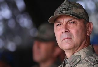 Generalul locotenent Metin Iyidil