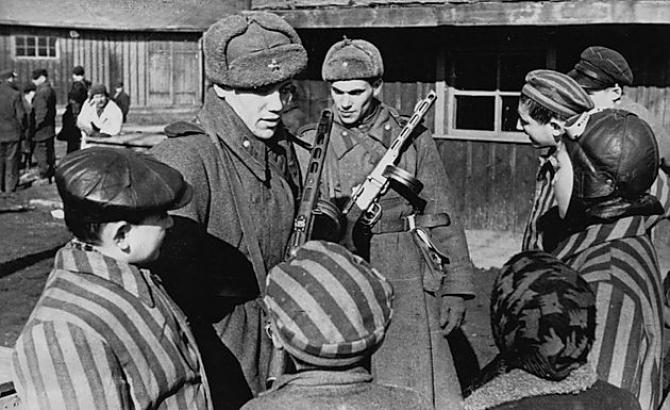 Eliberarea lagărului de la Auschwitz, sursă foto: secondbysecondworldwar.com