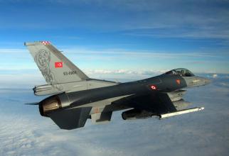 Un avion F-16 al Turciei, sursă foto: f-16.net