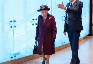 Regina Elisabeta a II-a, în vizită la MI5. Sursă foto: MI5