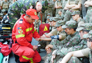 Personal militar medical, în timpul unui exercițiu militar, sursă foto: Institutul Medico-Militar al MApN