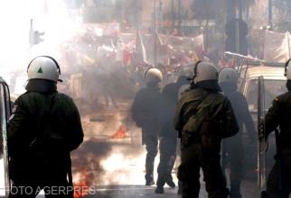 Forțele de Poliție ale Greciei, în timpul protestelor violente de la Atena, din 2007. Sursă: Agerpres