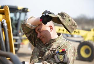Imagine din timpul pregătirilor pentru montarea formațiunii medicale ROL 2, sursă foto: MApN