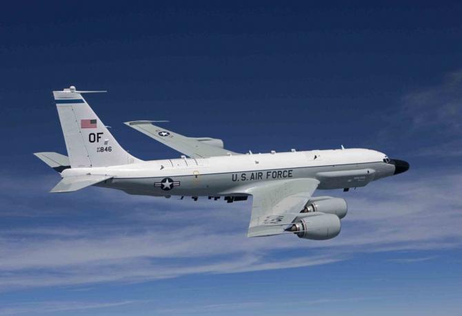 avion de recunoaștere RC-135W