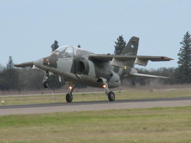 Avion FMA IA-63 Pampa III