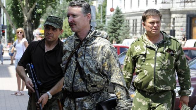 Fostul pretins ministru al apărării din Donețkul separatist, Igor Ghirkin (Strelkov)- centru