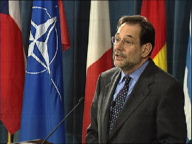 Javier Solana, fost secretar general al NATO, în timpul unui discurs în 1999. Sursă foto: NATO