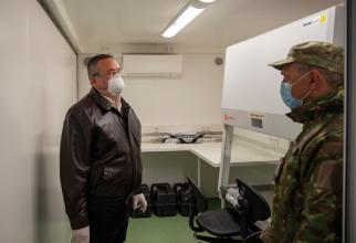 Ministrul Nicolae Ciucă, în vizită la spitalul militar de campanie din Constanța, sursă foto: Facebook Nicolae Ciucă