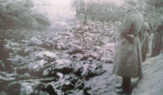 Foto: Masacrul de la Katyn, ce amintește de masacrul de la Fântâna Albă, ambele organizate de trupele sovietice