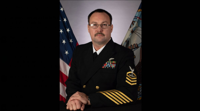 Ofiterul Charles Robert Thacker - USS Theodore Roosevelt