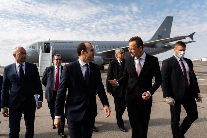 Ministrul de Externe al Ungariei la sosirea la Chișinău. Sursă foto: Peter Szijjarto Facebook