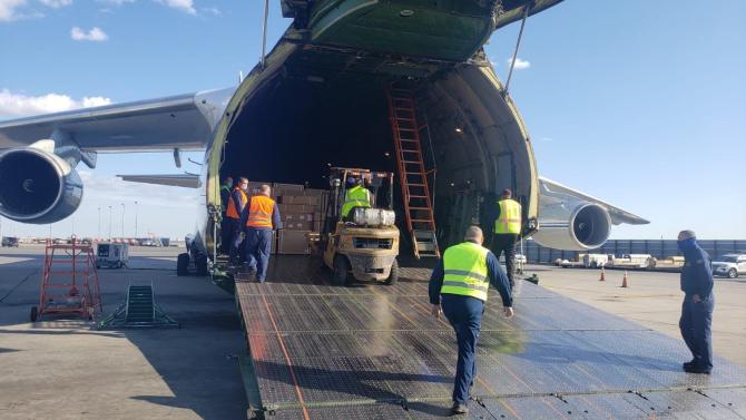 Imagini din timpul transportului cu echipamente medical din Rusia către Statele Unite, sursă foto: Twitter