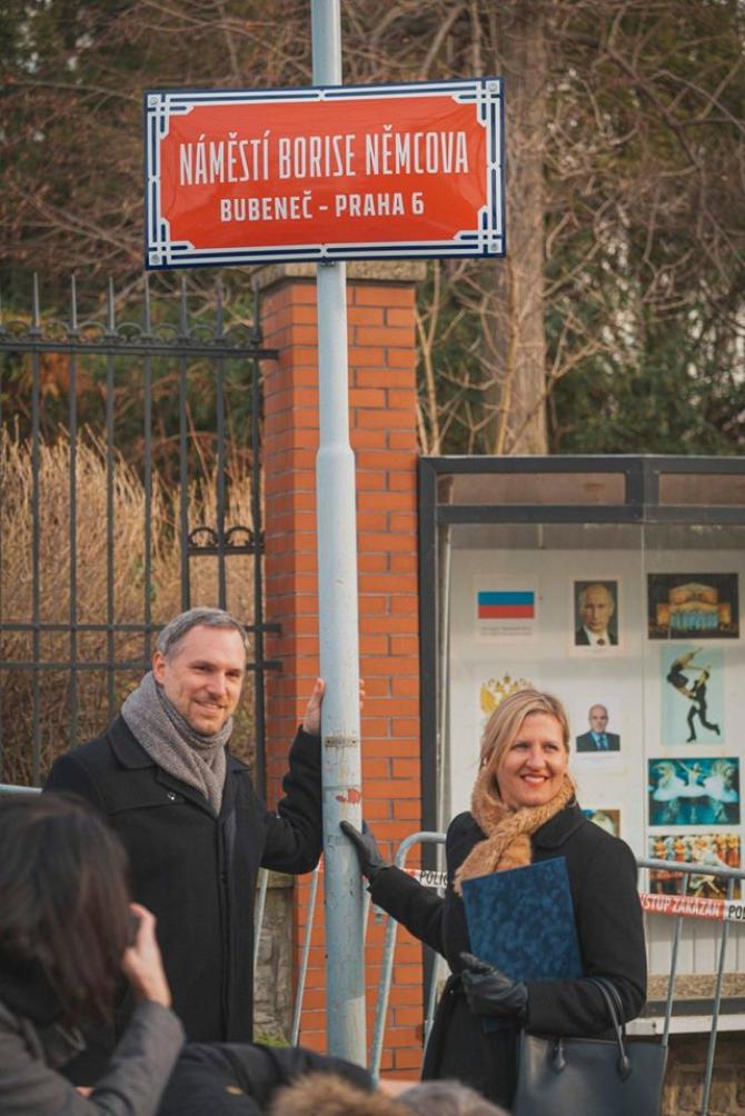 Zdeněk Hřib, primarul orașului Praga, la ceremonia în care piața unde se află Ambasada Rusiei la Praga a fost redenumită Boris Nemțov. Sursă foto: Zdeněk Hřib Facebook