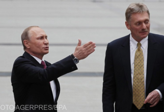 Președintele rus Vladimir Putin, și Dimitri Peskov, purtătorul de cuvânt al Kremlinului