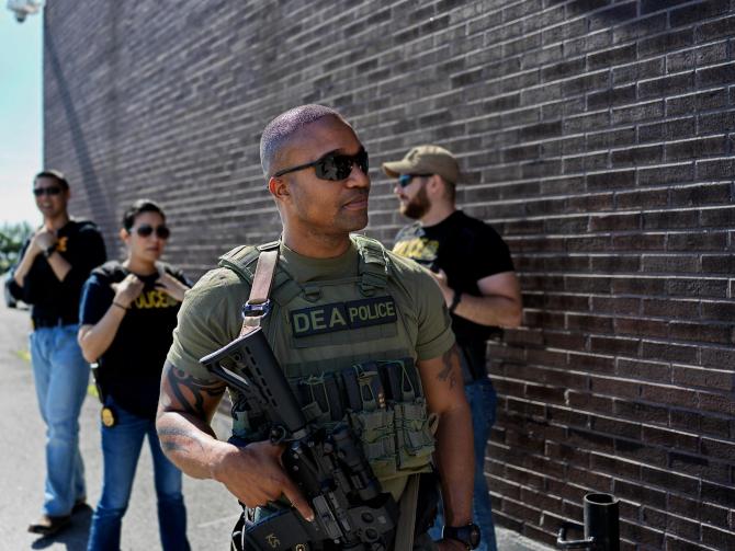 Agenți DEA - Departamentul de Justiţie și Agenția Antidrog, sursă foto: Drug Enforcement Administration Official Website